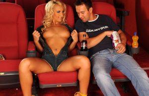 Секс в кинотеатре